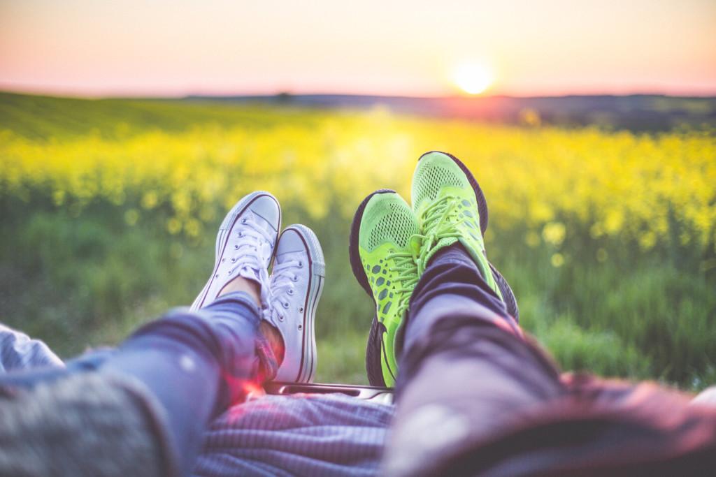 young-couple-relaxing-enjoying-sunset-from-the-car-picjumbo-com (1)